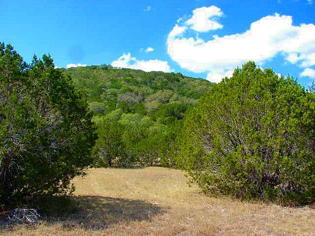 32 Indian Creek Rd, Leakey, TX 78873