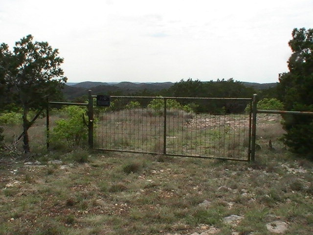 1013 S Ringtail Rd, Leakey, TX 78873
