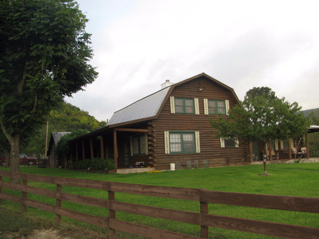 1737 w Patterson Creek Rd, Leakey, TX 78873