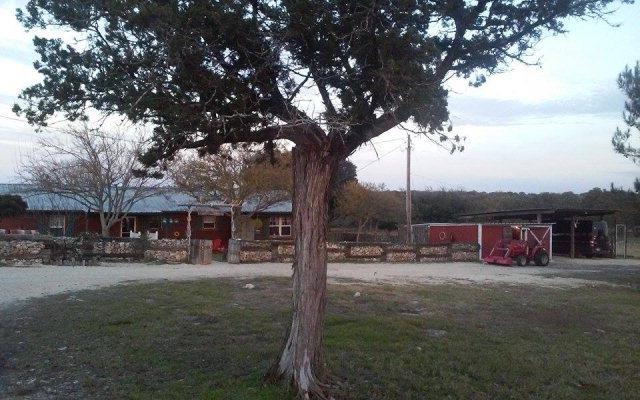 428 Rim Rock Rd, Leakey, TX 78873