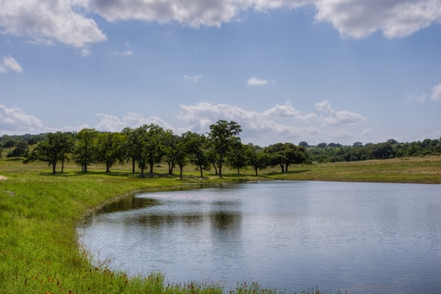 465  Fall Creek Rd, Kerrville, TX 78028