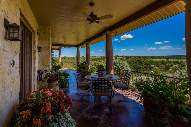 370 Ranch House Rd, Kerrville, TX 78028