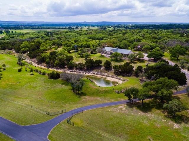 470 N Bluff Creek Rd, Center Point, TX 78010
