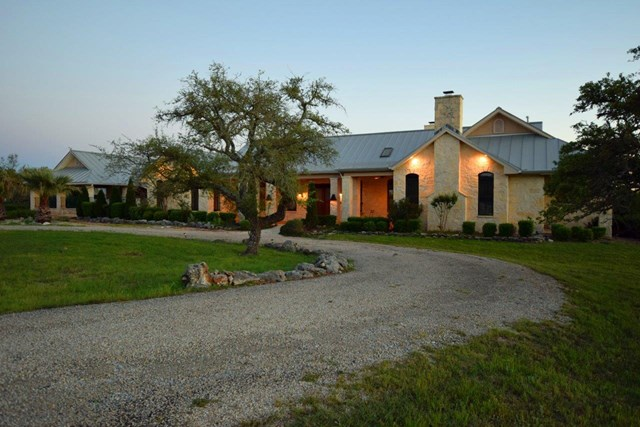 1392 N Whiskey Canyon, Kerrville, TX 78028