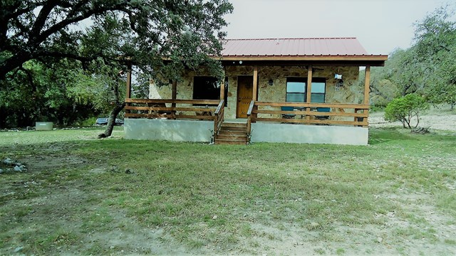 470 s Middle Rd, Leakey, TX 78879