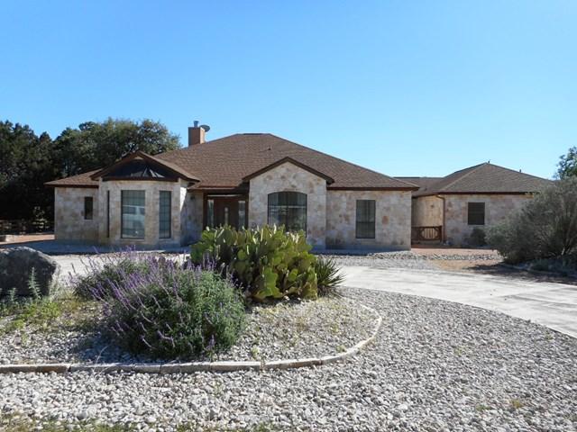 152 Creekwood Rd, Bandera, TX 78003