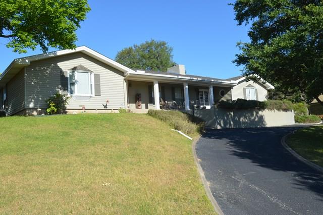 311 Lakewood Dr, Kerrville, TX 78028