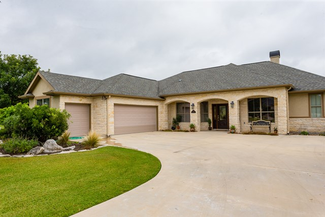 3141 Mulligan Way, Kerrville, TX 78028