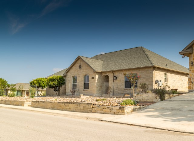 1884 N Summit Top Dr, Kerrville, TX 78028