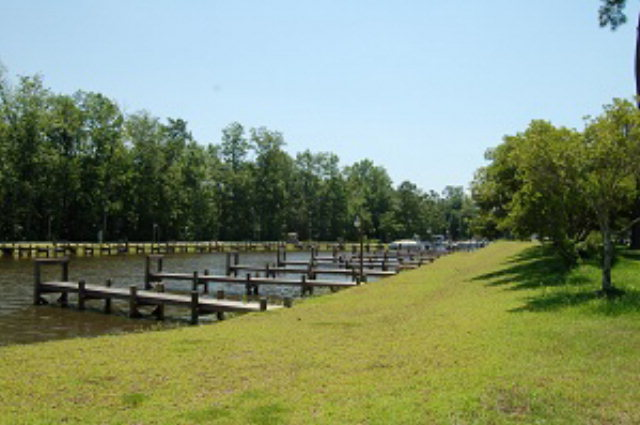 14 NORTH LAKE CIRCLE (R-14) Manning, SC 29102