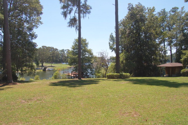1272  Summerford Manning, SC 29102