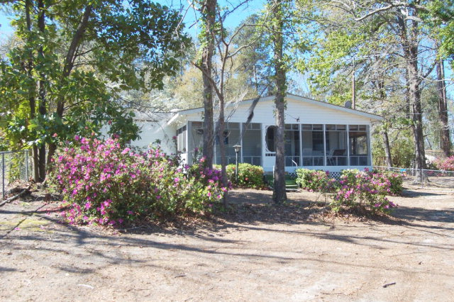 1047  Summerford Manning, SC 29102