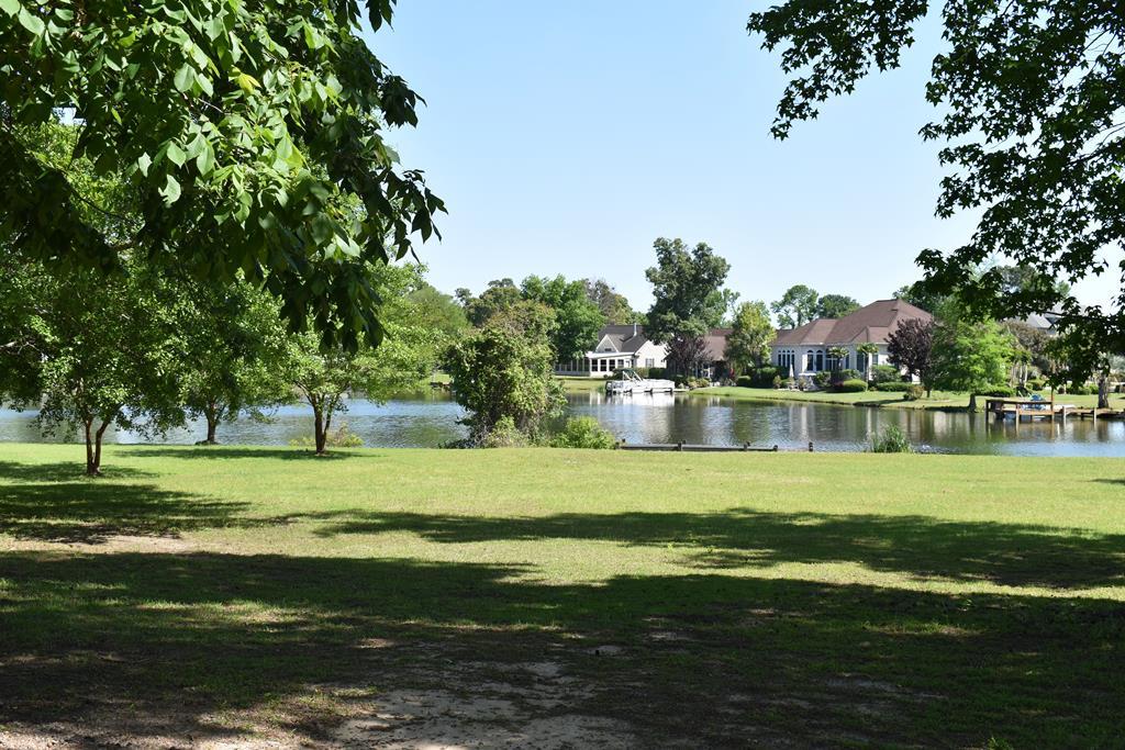9 Ridge Lake Dr Manning, SC 29102