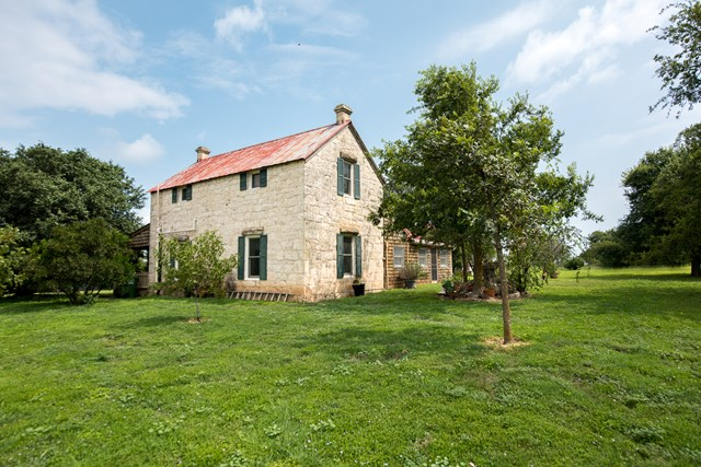 7587 N Ranch Rd 965, Fredericksburg, TX 78624