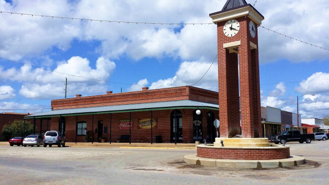 207 E Main St, Out of City, TX 77474