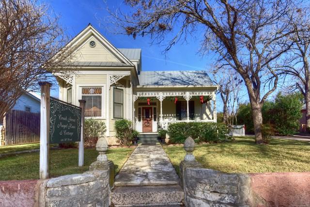 106 W Creek St, Fredericksburg, TX 78624