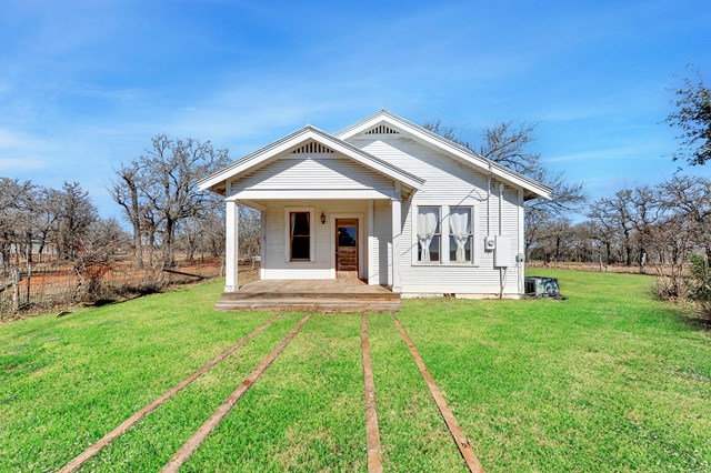 2732 Goehmann Lane, Fredericksburg, TX 78624