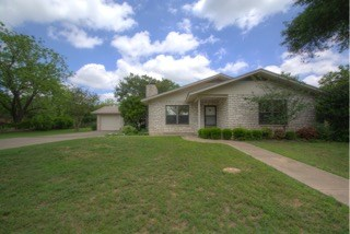 504 W Burbank St, Fredericksburg, TX 78624