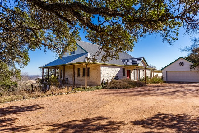 617 Oak Haven Rd, Fredericksburg, TX 78624