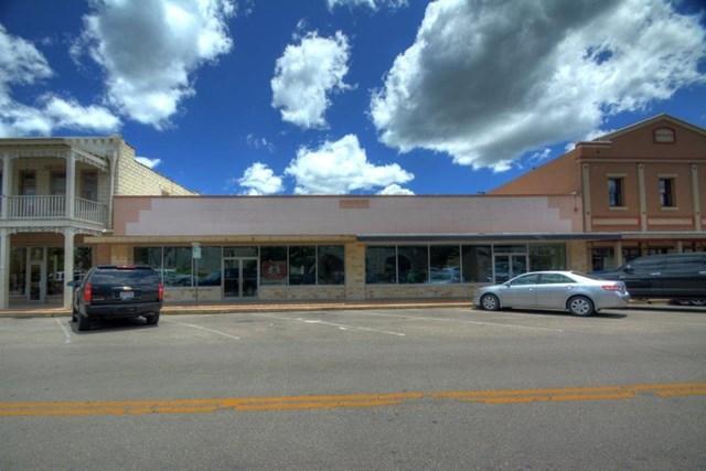225 Earl Garrett, Kerrville, TX 78028