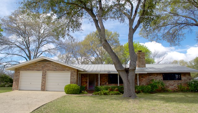 402 S Acorn St, Fredericksburg, TX 78624