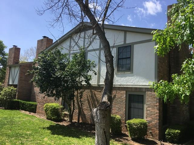 105 Frederick Rd, Fredericksburg, TX 78624