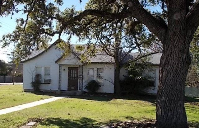 727 Moore St, Kerrville, TX 78028