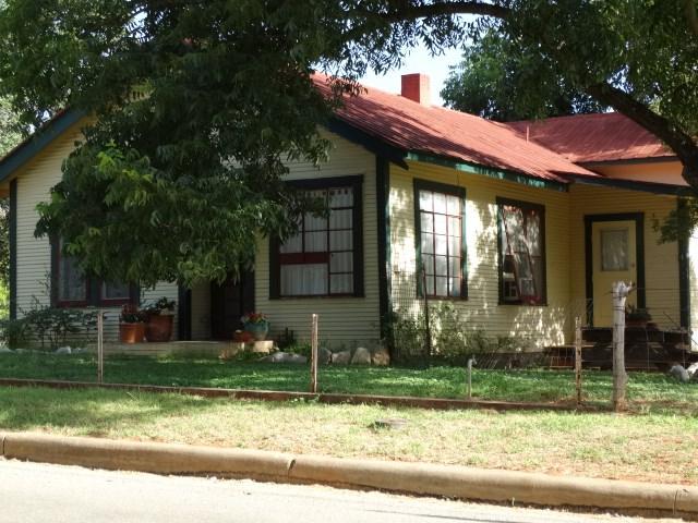 314 W Park St, Fredericksburg, TX 78624