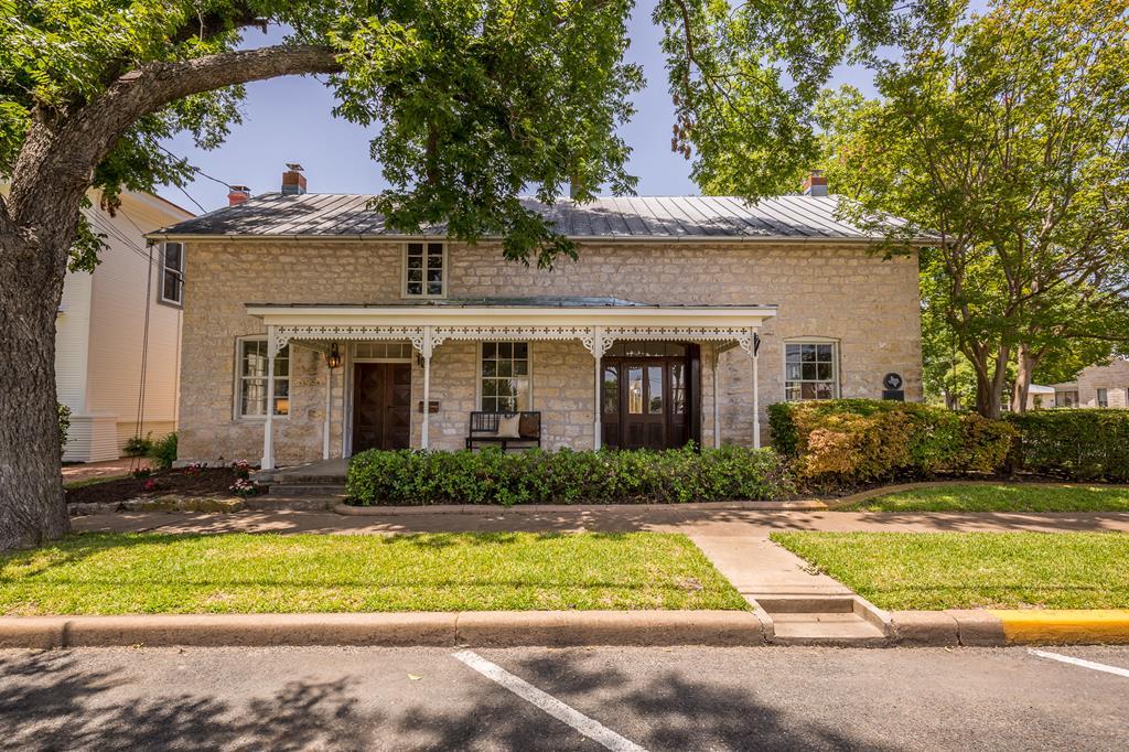 125 W San Antonio St, Fredericksburg, TX 78624