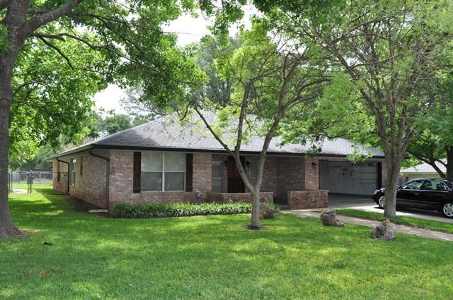 106 Edgewood Dr, Fredericksburg, TX 78624