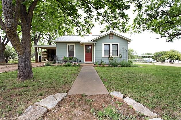 616 W Live Oak Rd, Fredericksburg, TX 78624