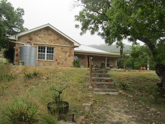 216 Walnut Rd, Fredericksburg, TX 78624