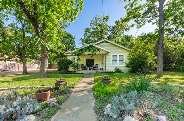 109 E Hackberry, Fredericksburg, TX 78624