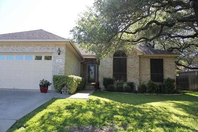215 Meadow Brook Dr, Fredericksburg, TX 78624