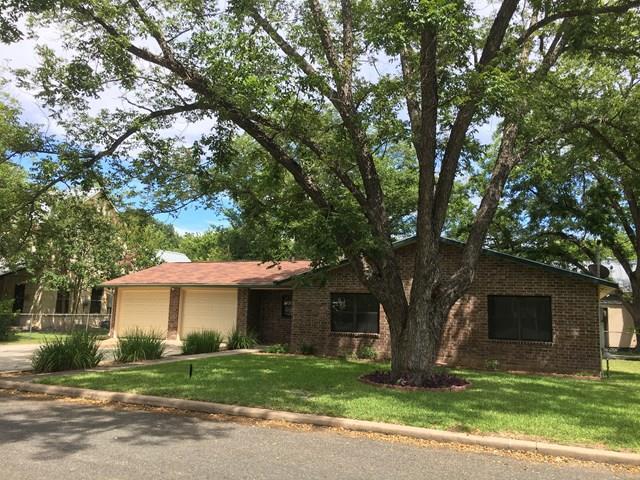 605 N Edison St, Fredericksburg, TX 78624