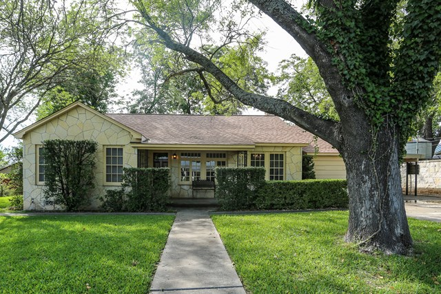 108 N Cherry St, Fredericksburg, TX 78624
