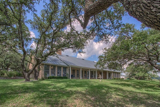 835 Country Creek Lane, Fredericksburg, TX 78624
