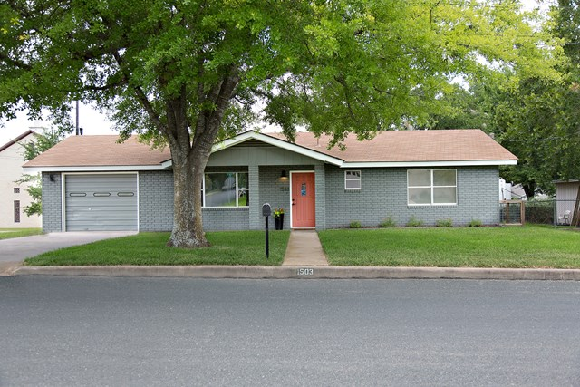 1503 N Adams St, Fredericksburg, TX 78624