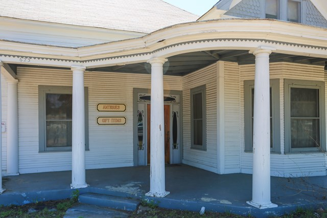 623 S Washington St, Fredericksburg, TX 78624