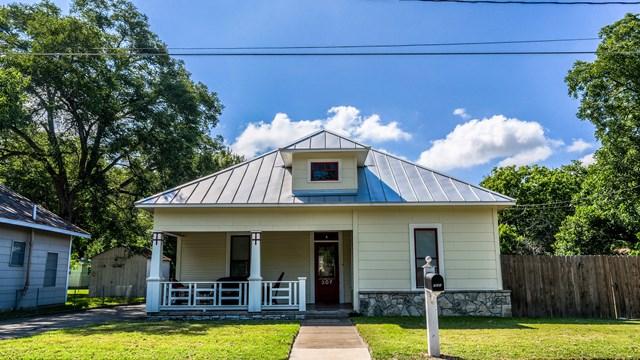 207 SW Edison St, Fredericksburg, TX 78624