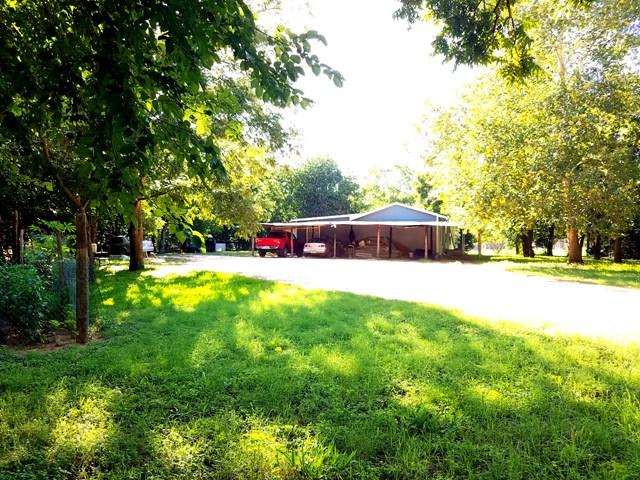 213 E Schubert St, Fredericksburg, TX 78624