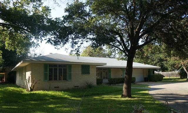 312 S Acorn St, Fredericksburg, TX 78624