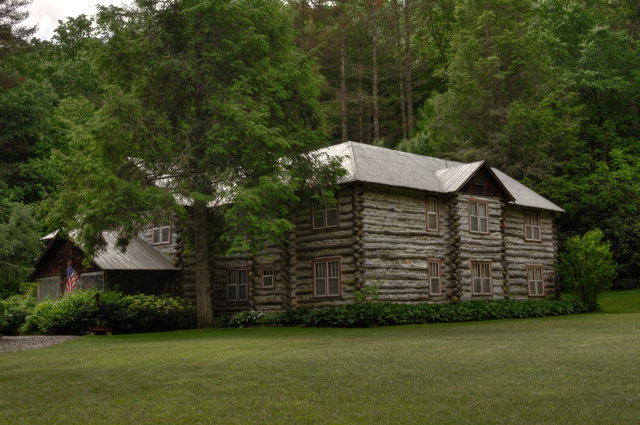 50 Old Lodge Road, NANTAHALA, NC 28781