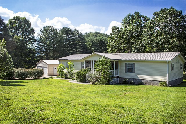 10 Ladd Branch, MARBLE, NC 28906