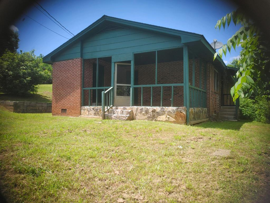 A fixer upper brick home! This home is very close to downtown Murphy. City water. Needs new flooring, paint and cleaned, it will be ready for your next tenant or a great starter home.