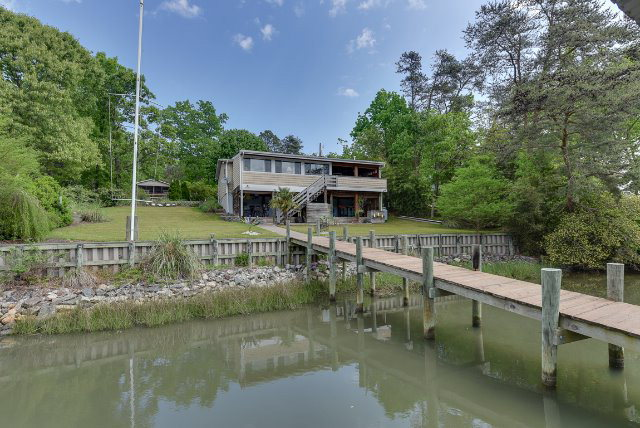 40 Cove Court, DELTAVILLE, VA 23043