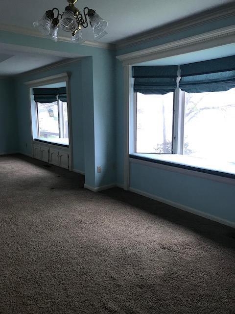 Master Bedroom w/ Sitting Area