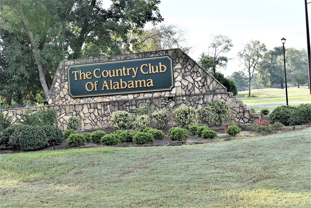 Entrance to Country Club of Alabama
