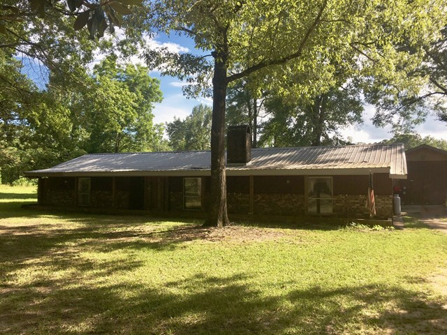 97 Chalk Road, Carriere, MS 39426