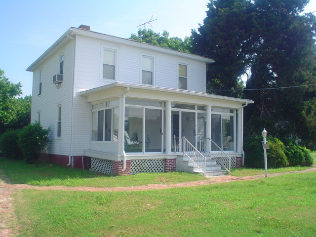 Historic home in Cheriton with 3 large bedrooms,  2 bath on large lot with detached garage/ storage.   Needs work and new roof.  Large rooms ., hardwood floors and closed in front porch.  4 square, Eastern Shore house.